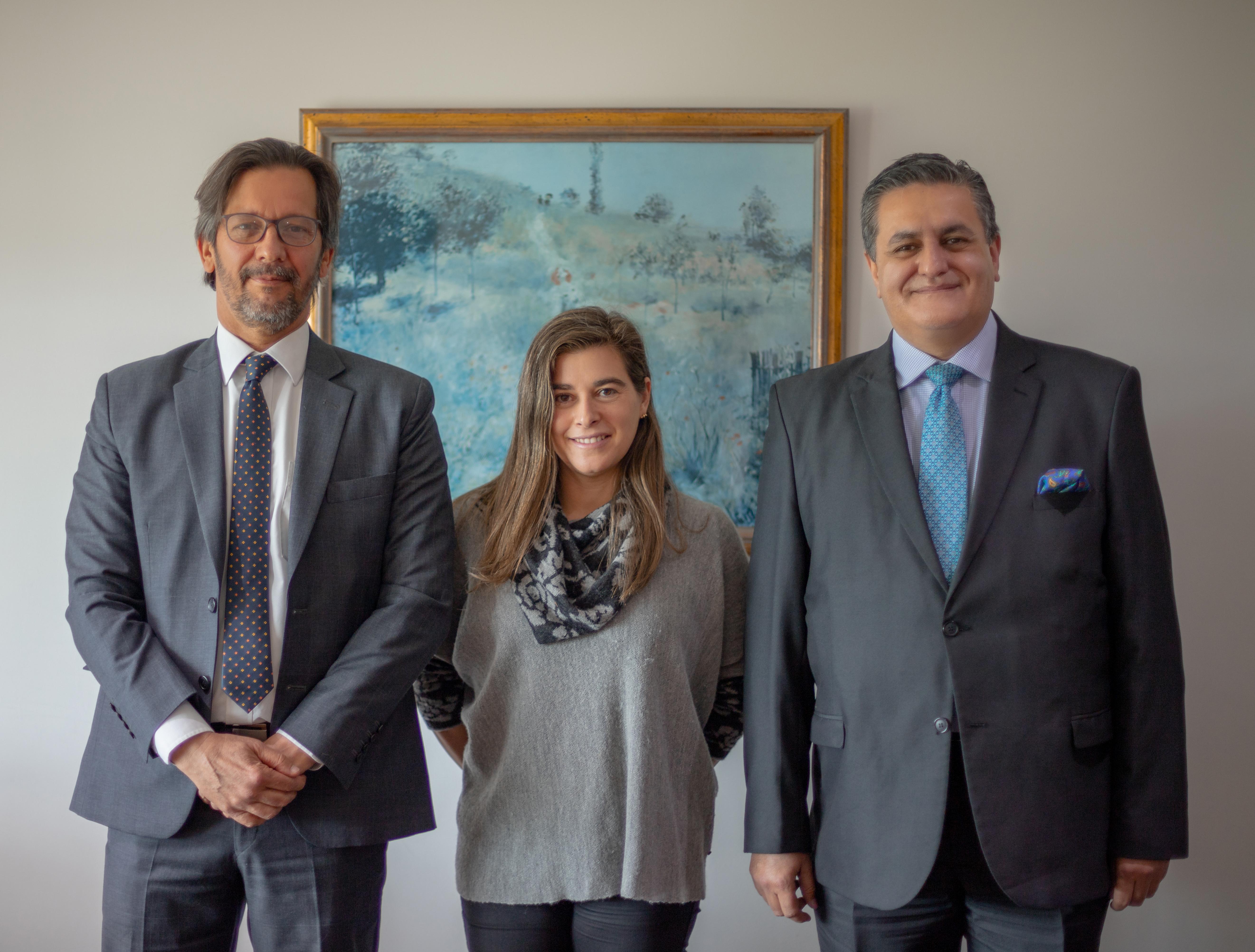 De izquierda a derecha: Dr. Alberto carvajalino Slaghekke, Dra. Adriana Arango Rueda, Dr. Herhán Olano Garcia.